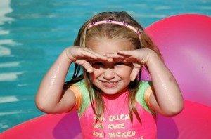 Child-Shading-Eyes-s_3887267-300x198-300x198 كيف نحمي العين ؟؟